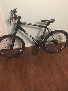 """Giant Aluxx 6000 Series 26"""" Mountain Bike"""