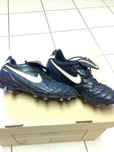 Nike Tiempo soccer cleats youth size 5.5