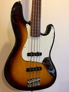 FOR SALE - Fender jazz bass fretless