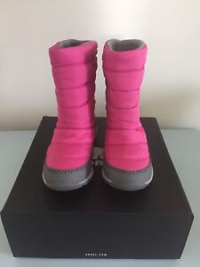 Brand new sorel pink winter boots size 9