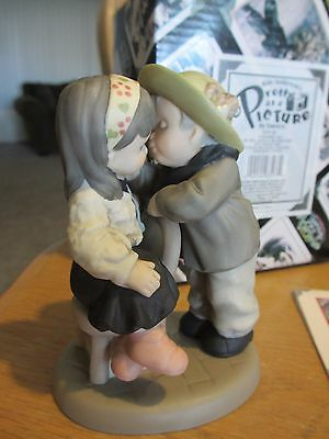 Enesco Pretty as a Picture - 630136 - Kim Anderson's PAAP - NEW