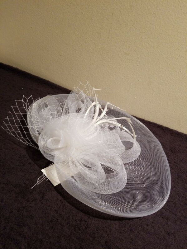 Ladies White Easter/Wedding Hat with hair clip Feathers & Pearls
