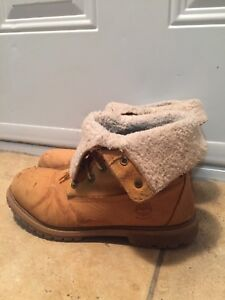 Women's - Flap Down Timberlands Size 8 Womens