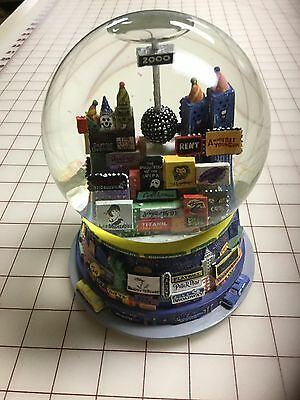 2000 Bloomingdales Broadway Cares  New York  Times Square Twin Towers Snowglobe