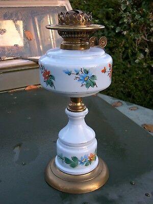 WORKING WRIGHT & BUTLER VICTORIAN DUPLEX KEROSENE OIL LAMP, MATCHING FONT & BASE