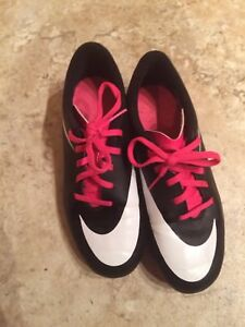 Soccer Cleats -size 3Y