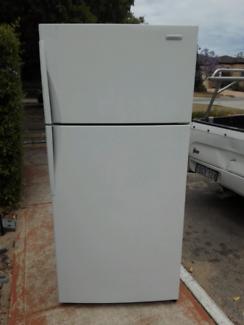 Westinghouse 520L fridge /freezer WTM5200WB-R*7