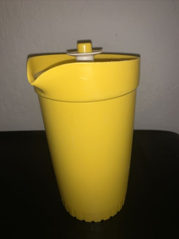 VINTAGE TUPPERWARE 2 QT PITCHER WITH PUSH BUTTON LID 874-13 ~ Yellow