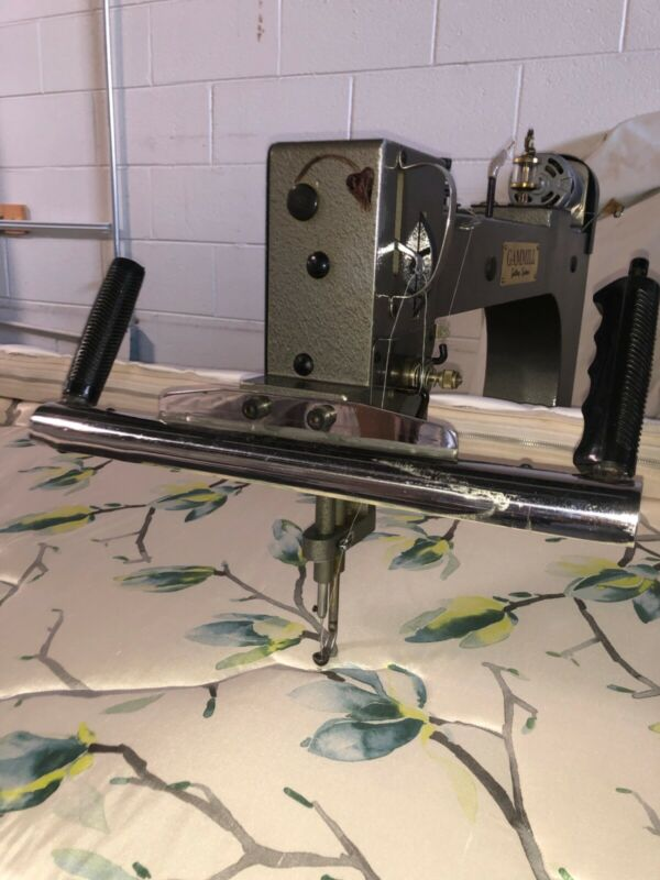 Industrial Quilting Machine, Foot Print: 14