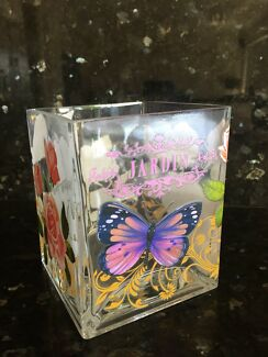 Floral glass vase in excellent condition
