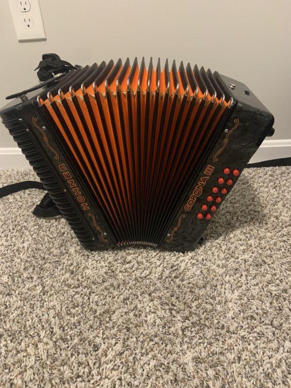 acordeon hohner corona III