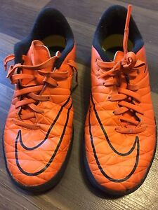 Boys size 4 indoor soccer shoes