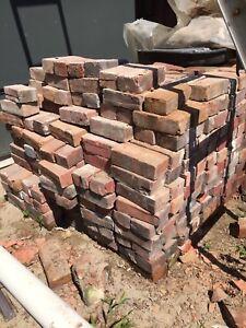 Brique rouge ancienne / Authentic red brick