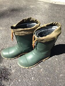 Size 6 Kamik Insulated Rubber Boots