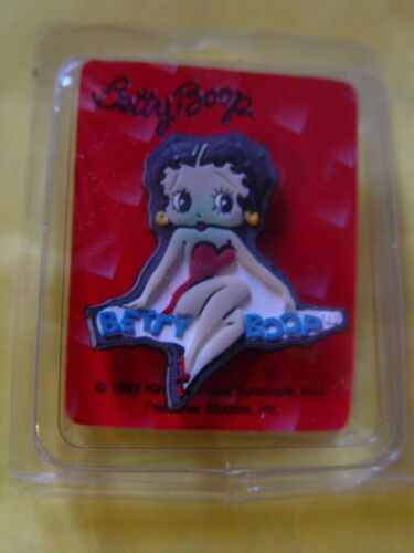 10 IN LOT BETTY BOOP PIN INDIVIDUALY WRAPED SOLD RETAIL AT HALLMARK STORES, NEW.