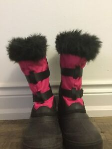 Women's snow boots size 7