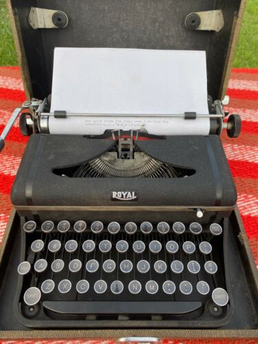 SERVICED RARE Royal Companion Manual Portable Typewriter FREE TWEED CASE 1941