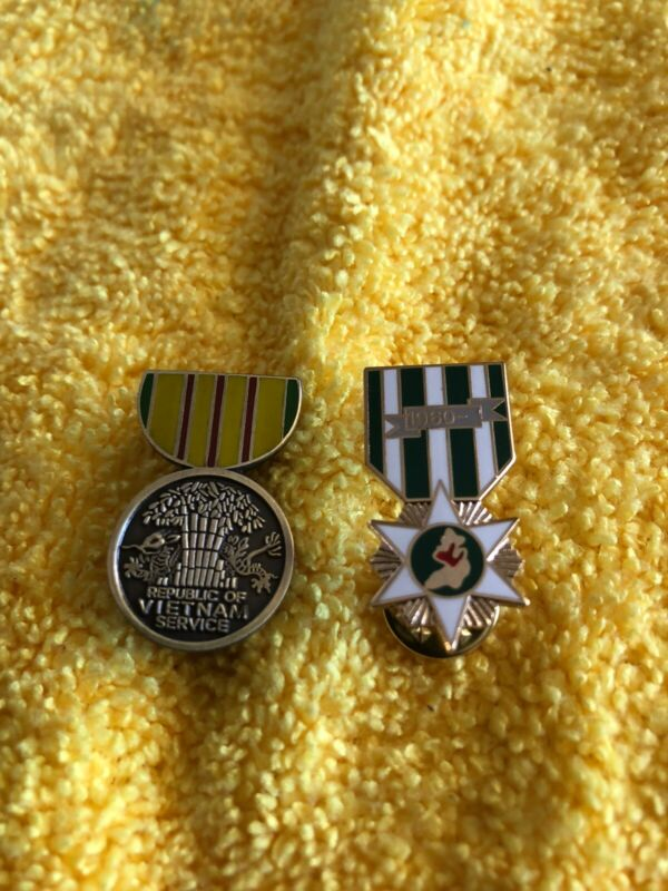 Hat Pins Vietnam Service Medal and Campaign Medal. Two Medals
