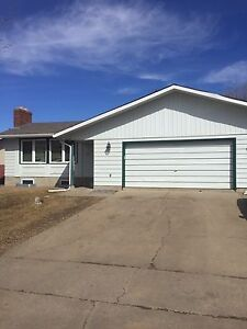 LARGE ROOM FOR RENT $470 IN AKINSDALE ST AB.