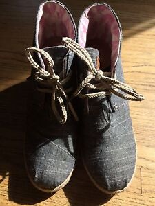 Toms -Size 9