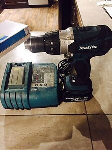 makitta 18v hummer drill with charger and battery