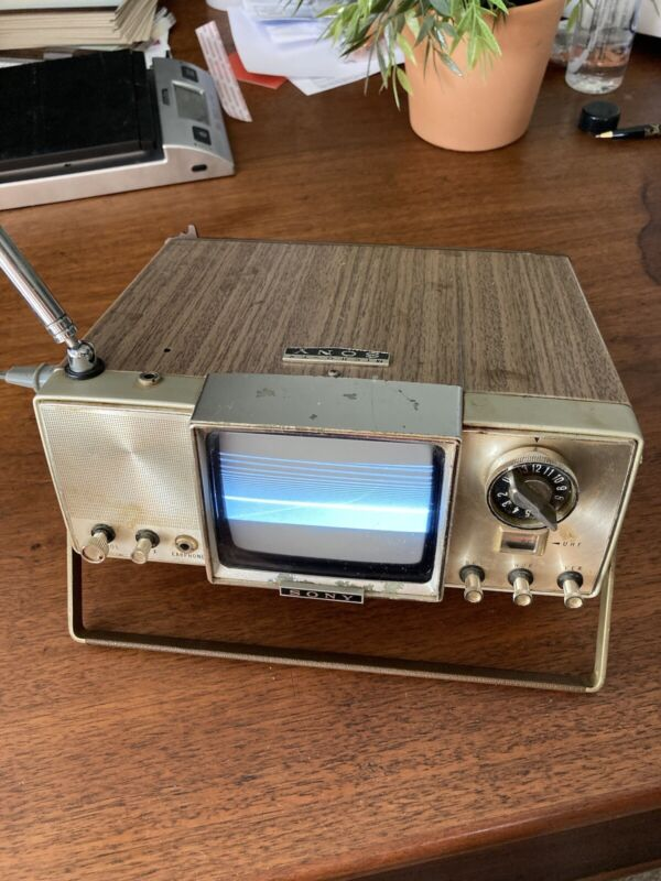 Super Rare - 1965 SONY MICRO TV MODEL 400U WORKS!