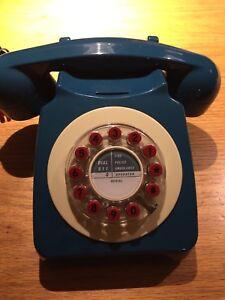 Téléphone moderne mais de style rétro vintage