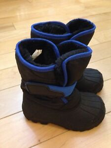 Toddler boy size 5 / 6 winter boots