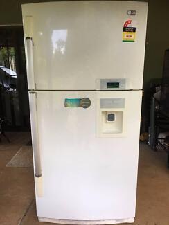 Fridge/Freezer with water dispenser