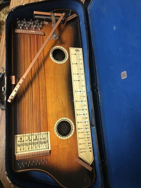 Vintage 1930's Hawaiian Tremoloa Auto harp With Case