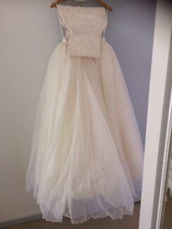 Wedding  gown rose white