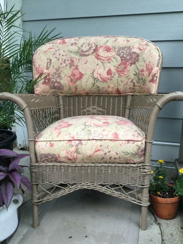 ANTIQUE WICKER CHAIR,BAR HARBOR STYLE— Pick Up Only,Chicago north