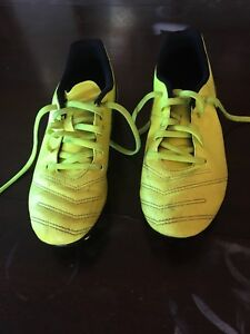 Soccer Cleats size 5 youth
