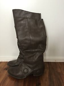 Ladies Boots Sz 6
