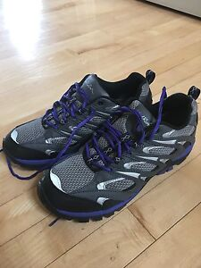 Ladies Size 8.5 Hiking Shoes