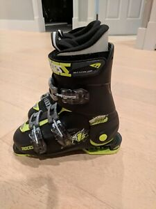 Adjustable Roces ski boots, size 4-7