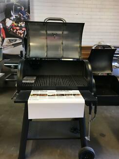BRAND NEW Broil King Offset Smoker