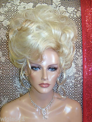 WIGS TO BE WILD IN FOR HALLOWEEN VEGAS GIRL WIGS PICK A COLOR FRENCH TWIST SHOW  - Be A Girl For Halloween