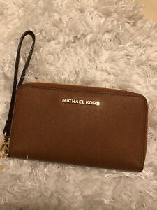 Michael Kors Wristlet (Fits up to IPhone 6+)
