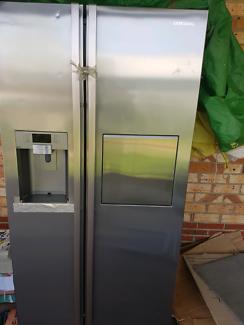 Samsung Side by side fridge/fridger