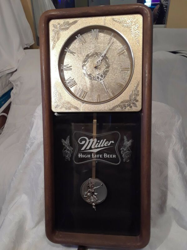 VINTAGE MILLER HIGH LIFE BEER WALL CLOCK
