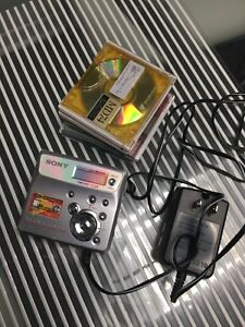 Sony mini disc player with discs