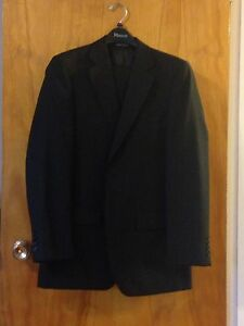 New black suit with two shirts. Men's small