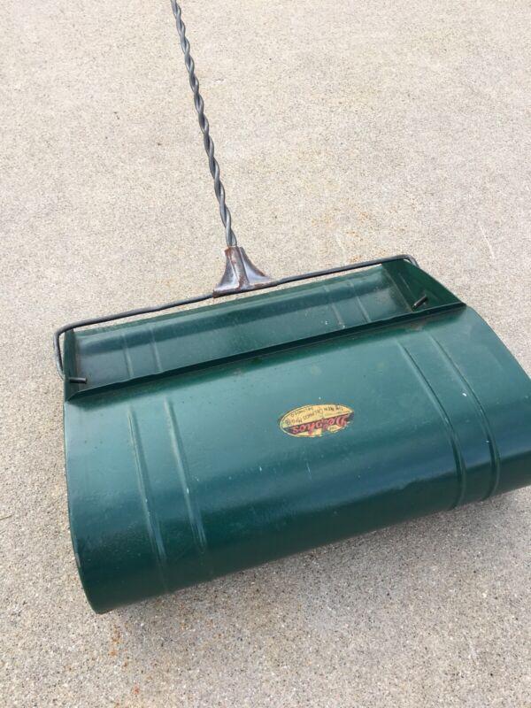 vintage metal dust pan Twist wire handle dust broom Delphos Manufacturing Nice!