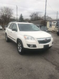 2008 Saturn outlook 8 seater!!!!