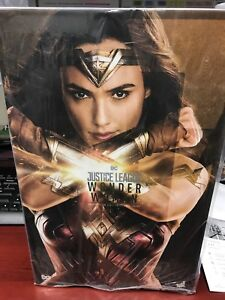 Hot Toys Wonder Woman JL 1:6 Scale