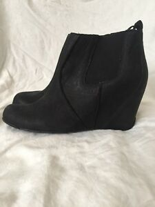 d2a9f36e09f Kenneth Cole suede boots booties 9.5