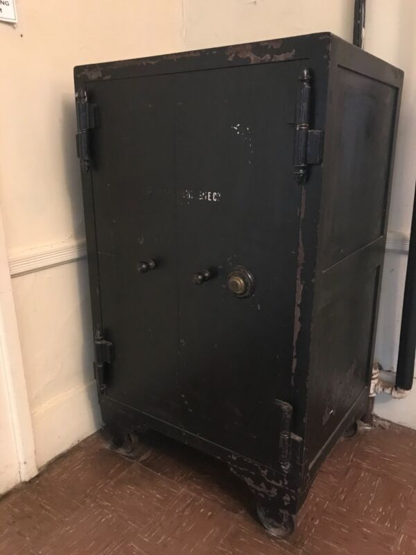 Large Antique Metal Vault Herring Hall Marvin Safe Hamilton Ohio Made in USA