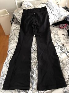 BLACK LULULEMON YOGA PANTS, SIZE 4 REG
