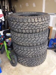 LT285/70R17 Cooper Discovery S/T MAXX